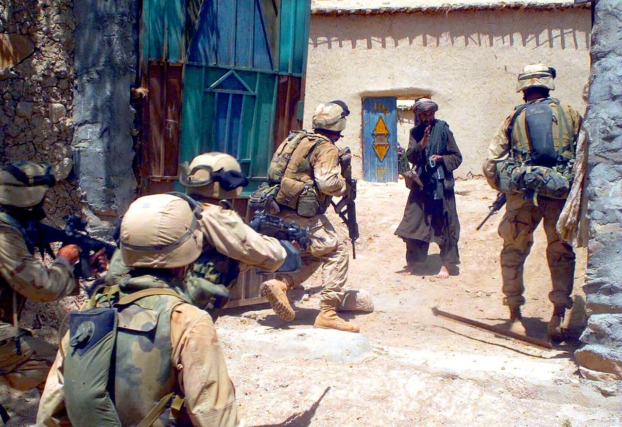 1280px-US_Marines_in_Operation_Enduring_Freedom